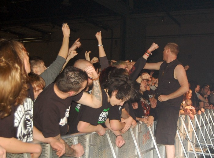 born_from_pain_persistence_tour_20090611_1269216043